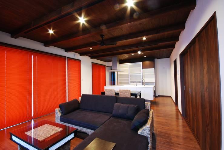 غرفة المعيشة تنفيذ 一級建築士事務所  馬場建築設計事務所
