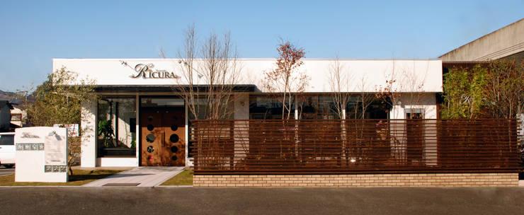 Hair make Ricura の 一級建築士事務所 馬場建築設計事務所 モダン ガラス