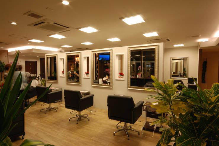 Hair make Ricura の 一級建築士事務所 馬場建築設計事務所 モダン タイル