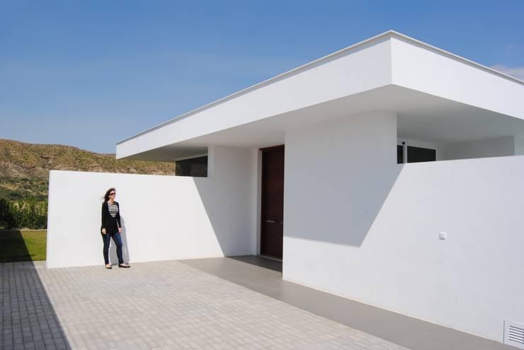 VIVIENDAS UNIFAMILIARES AISLADAS, EL GOR, HUERCAL-OVERA (ALMERÍA): Casas de estilo  de ESTUDIOMORENATE