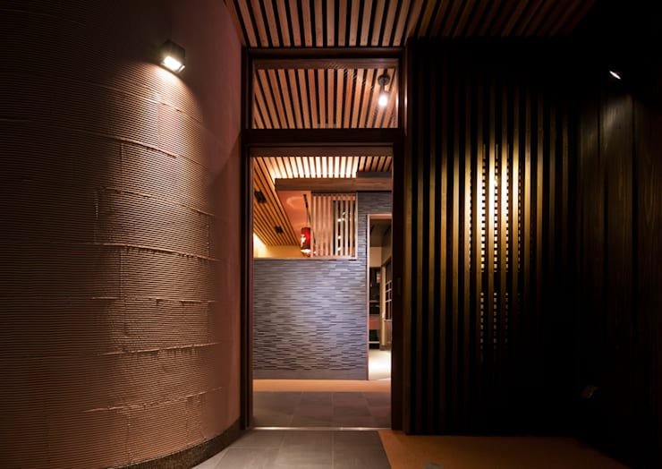 我流串焼き 茶藏: 一級建築士事務所  馬場建築設計事務所が手掛けたバー & クラブです。
