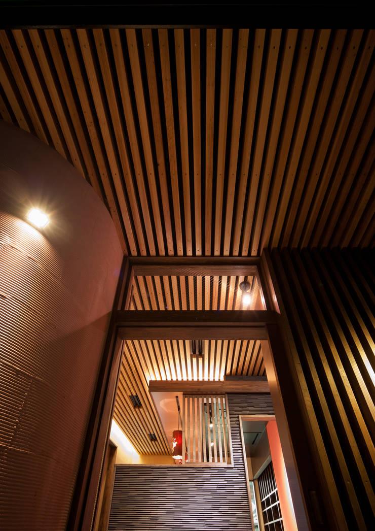 我流串焼き 茶藏: 一級建築士事務所  馬場建築設計事務所が手掛けたオフィススペース&店です。