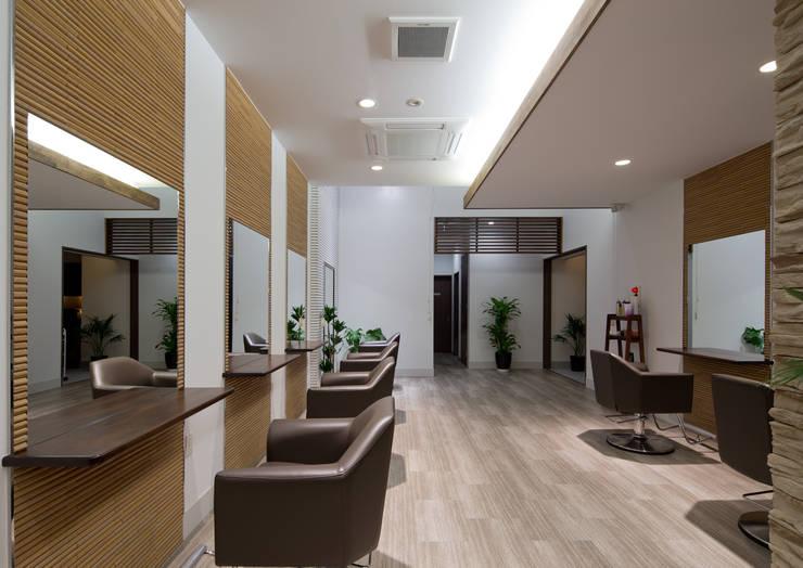 TERRACE   Hair Design+Playfulmind: 一級建築士事務所  馬場建築設計事務所が手掛けたオフィススペース&店です。