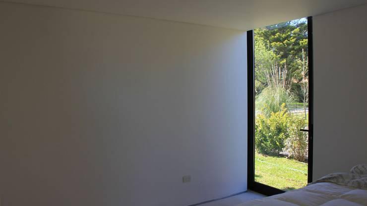 Casa Quintana: Paredes de estilo  por Federico Marino