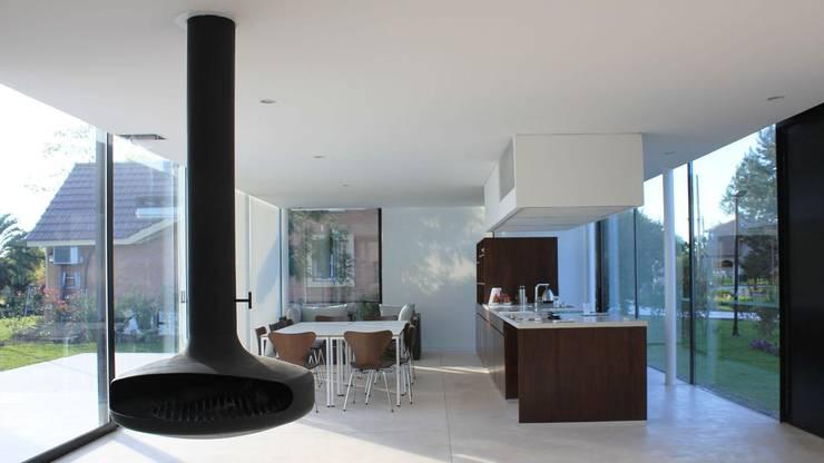 Casa Quintana: Cocinas de estilo moderno por Federico Marino