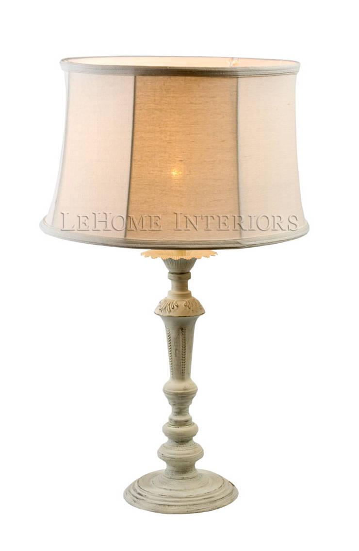 Настольная лампа F142: Спальная комната  в . Автор – LeHome Interiors