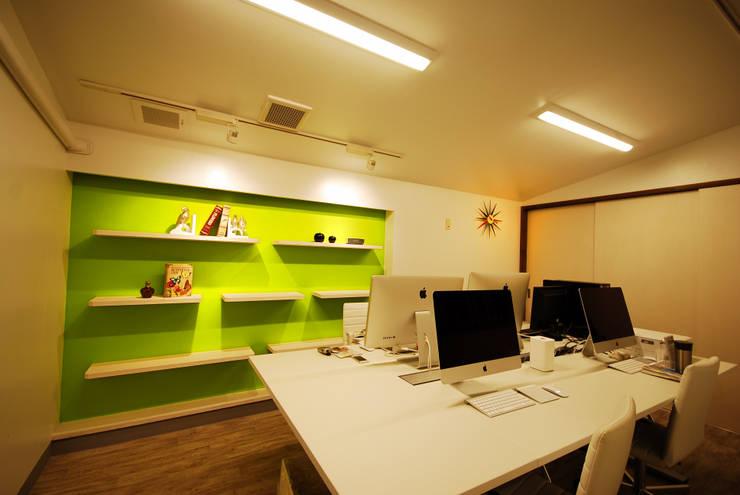 ゆくはし 植物園: 一級建築士事務所  馬場建築設計事務所が手掛けたオフィススペース&店です。,和風 合成繊維 ブラウン