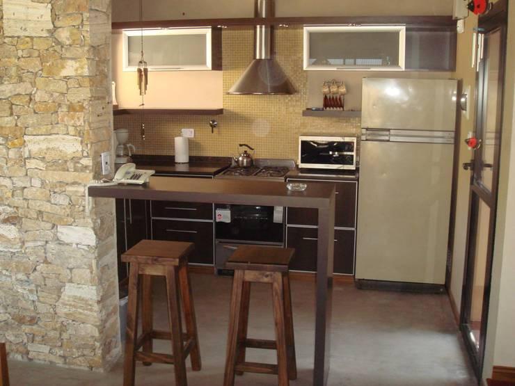 modern Kitchen by Arquitecto Oscar Alvarez