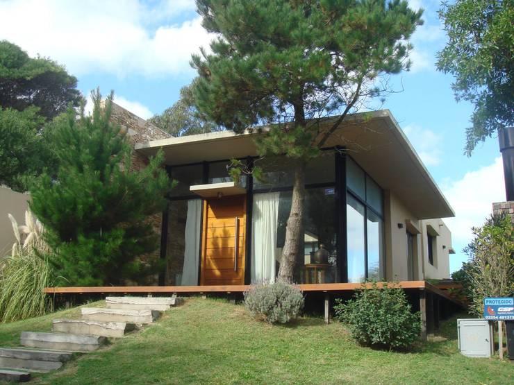 Niza 582 Ostende: Casas de estilo  por Arquitecto Oscar Alvarez