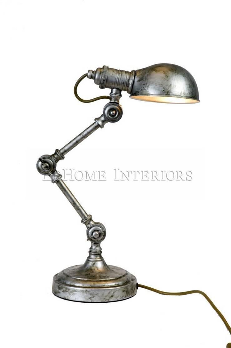 Лампа настольная F042: Рабочий кабинет  в . Автор – LeHome Interiors