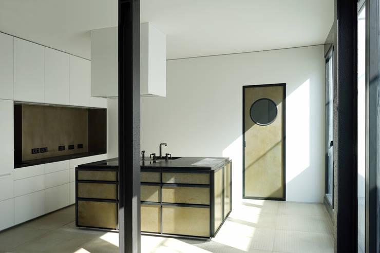 Offene Küche: industriale Küche von boehning_zalenga  koopX architekten