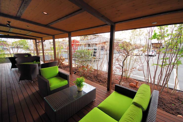 ゆくはし植物園 カフェ BambiNa: 一級建築士事務所  馬場建築設計事務所が手掛けたレストランです。