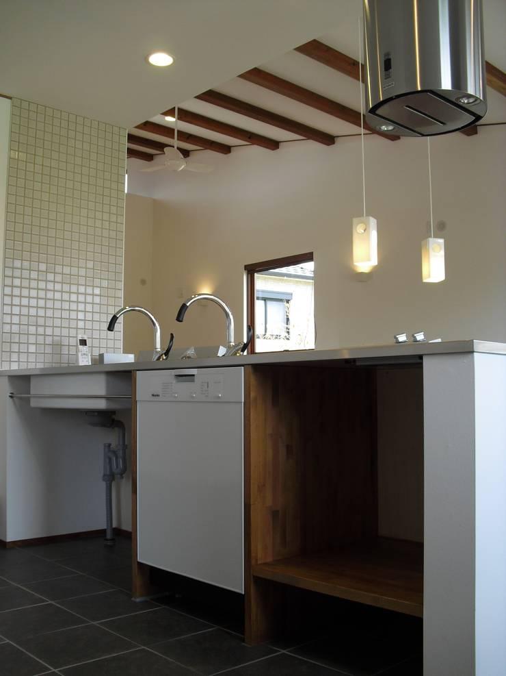 篠山の家: 株式会社 atelier waonが手掛けたキッチンです。