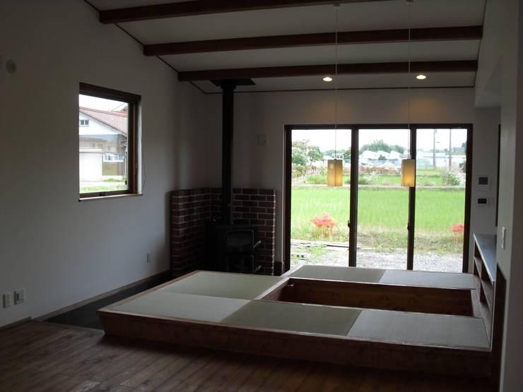 篠山の家: 株式会社 atelier waonが手掛けたダイニングです。