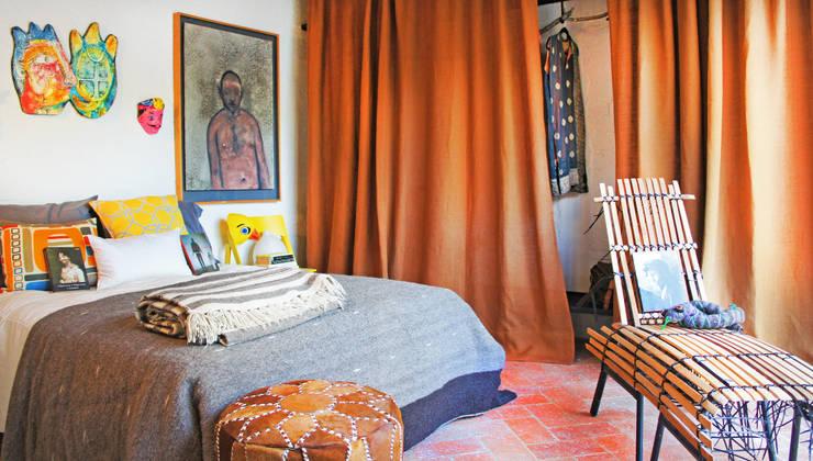 Casa Clemente: Recámaras de estilo  por Juan Carlos Loyo Arquitectura