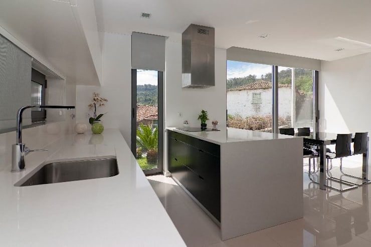 Casa MS: Cozinhas  por 136F - Arquitectos