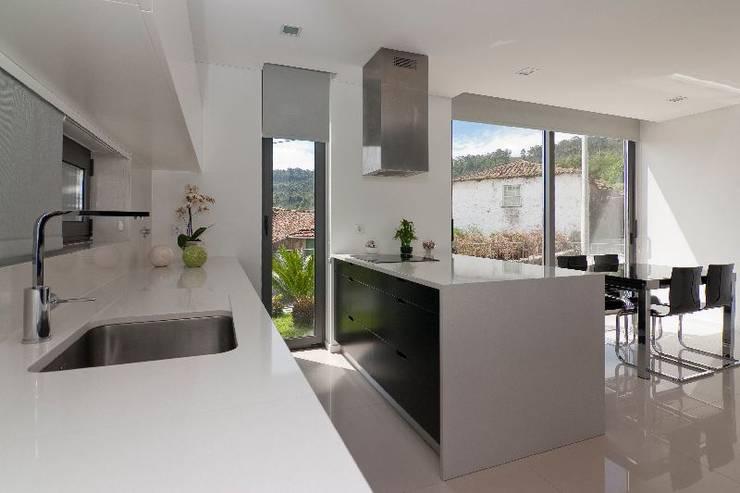 Cocinas de estilo moderno por 136F - Arquitectos