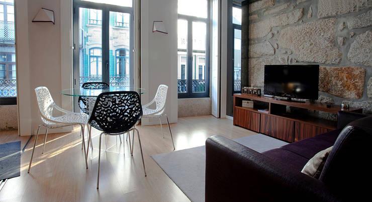 Salas / recibidores de estilo  por Alves Dias arquitetos