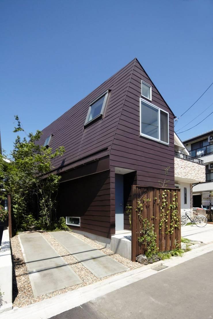 セタガヤの家: シキナミカズヤ建築研究所が手掛けた家です。,モダン 鉄/鋼