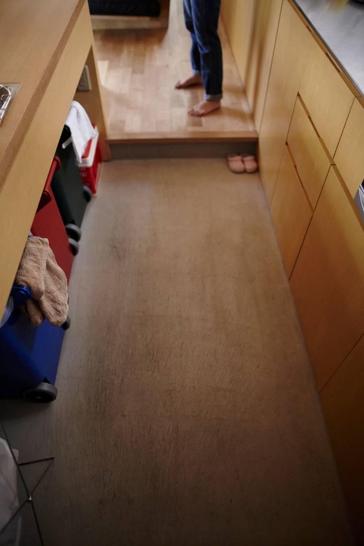 セタガヤの家: シキナミカズヤ建築研究所が手掛けたキッチンです。,モダン