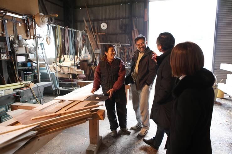 S教室 クラシカルな 家 の 木造トラス研究所・株式会社 合掌 クラシック 木 木目調