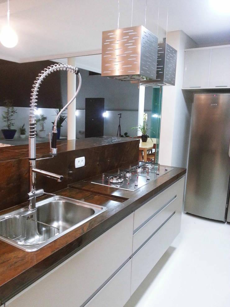 RESIDÊNCIA ALTO PADRÃO: Cozinhas  por RB ARCHDESIGN