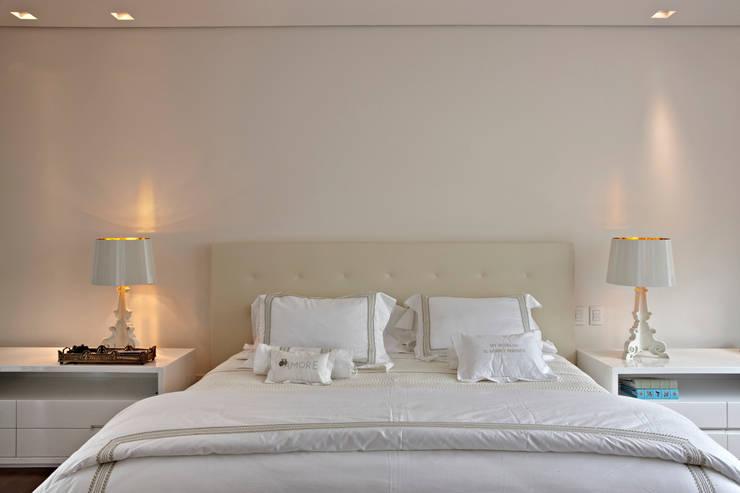 Bedroom by Márcia Carvalhaes Arquitetura LTDA.