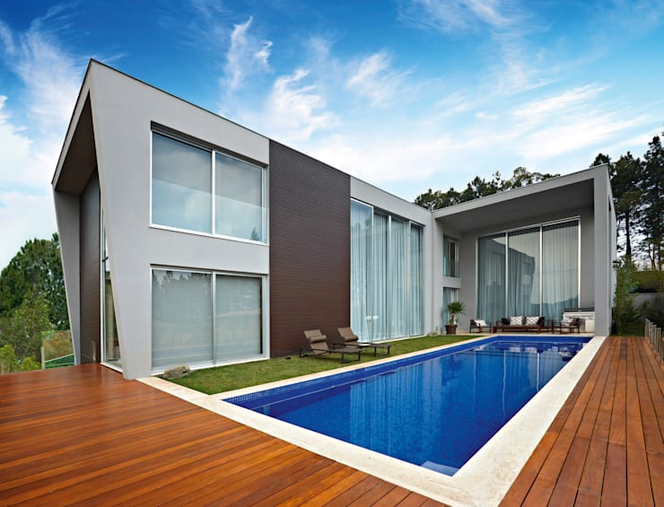 Pool by Márcia Carvalhaes Arquitetura LTDA.