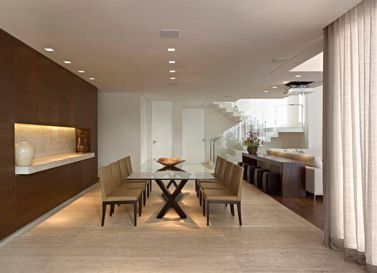 Casa Vila Alpina 02: Salas de jantar modernas por Márcia Carvalhaes Arquitetura LTDA.