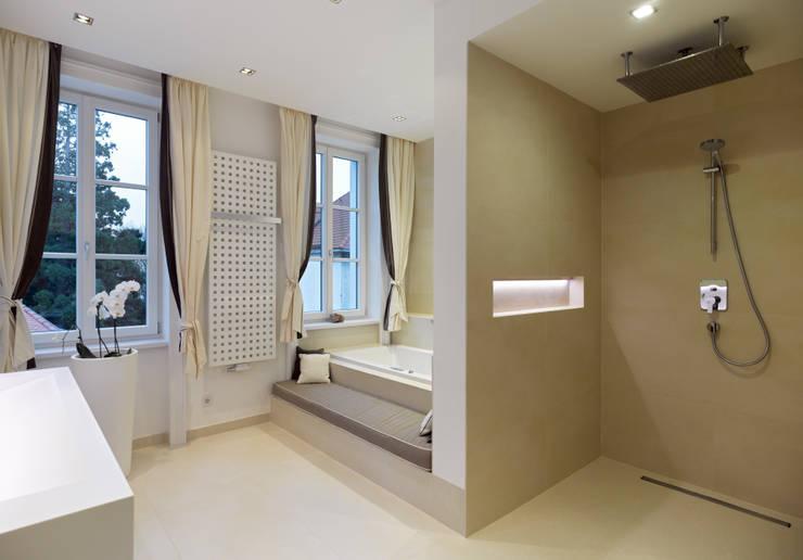 classic Bathroom by Mayr & Glatzl Innenarchitektur Gmbh