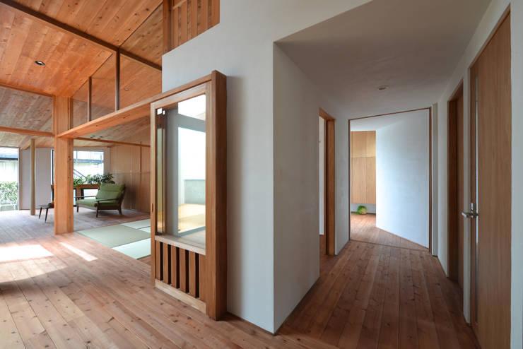 house-HT: 創右衛門一級建築士事務所が手掛けた廊下 & 玄関です。