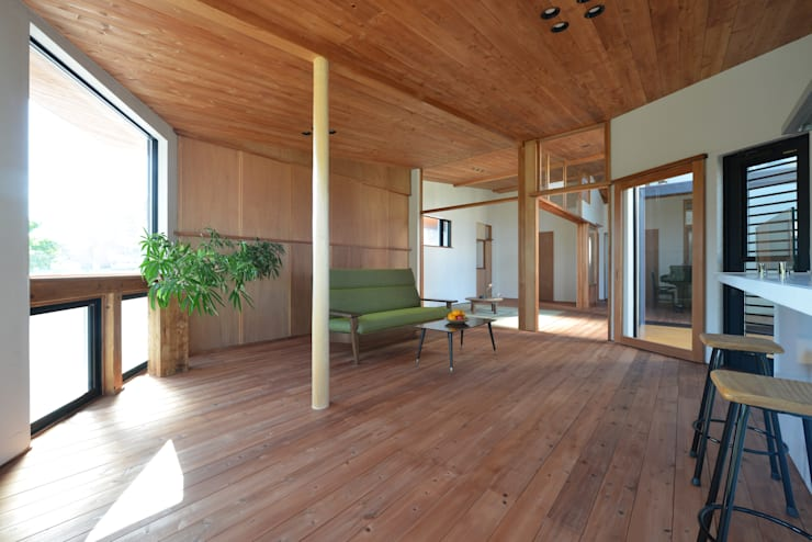 house-HT: 創右衛門一級建築士事務所が手掛けたリビングです。
