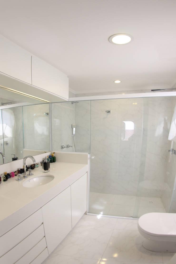 Cobertura – Residência FR em São Paulo: Banheiros  por MAAC. Arquitetura
