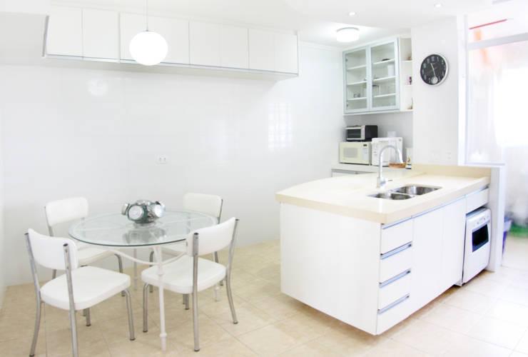Cobertura – Residência FR em São Paulo: Cozinhas  por MAAC. Arquitetura