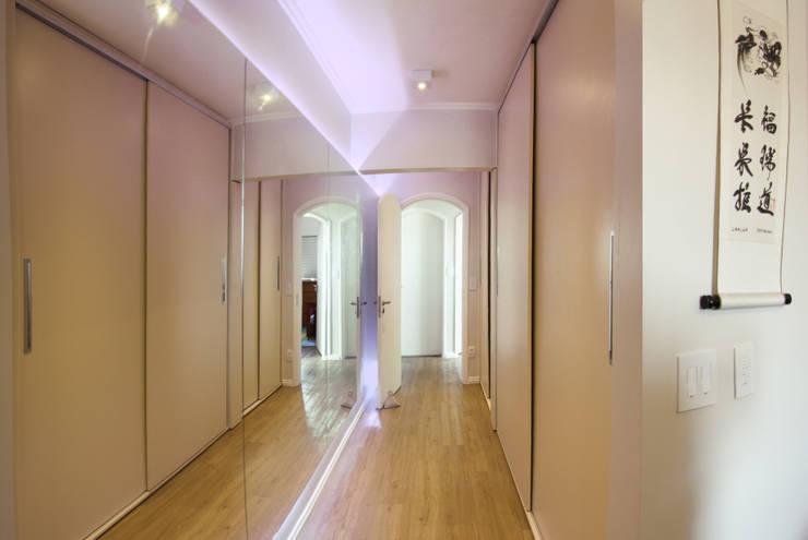 Cobertura – Residência FR em São Paulo: Closets  por MAAC. Arquitetura