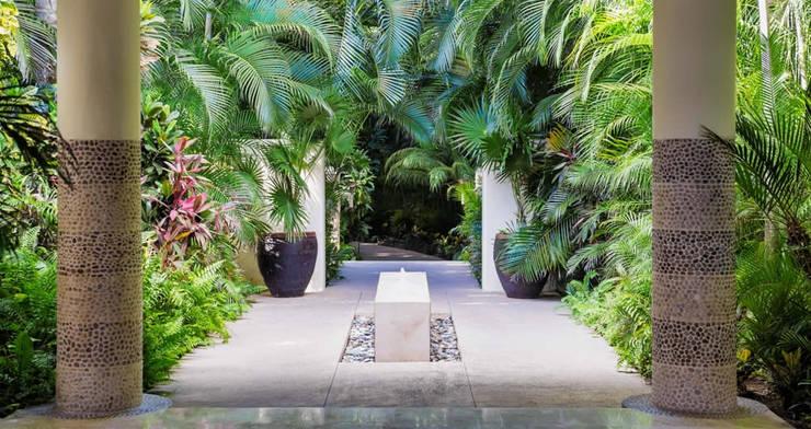 Jardines de estilo topical por BR  ARQUITECTOS