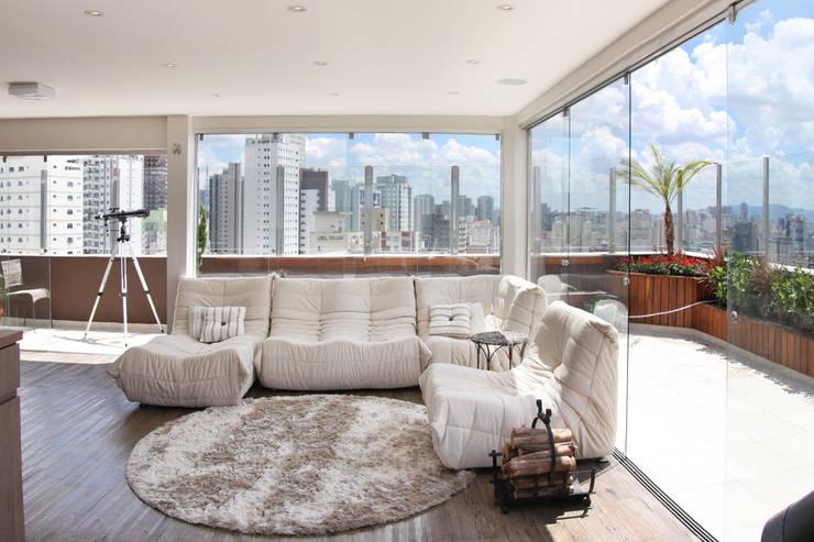 Cobertura – Residência FR em São Paulo: Salas de estar  por MAAC. Arquitetura