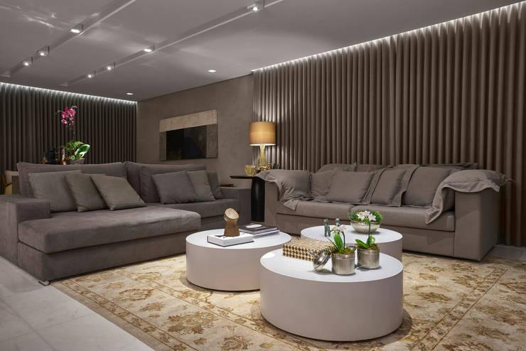 Salas de estar  por Isabela Canaan Arquitetos e Associados