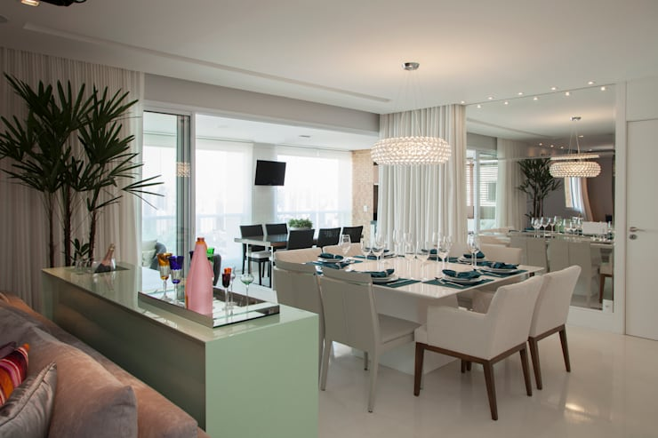 Decoração de Interiores - Projeto Residencial - Bairro Campo Belo - SP: Salas de jantar  por Silvia Romanholi Design de Interiores