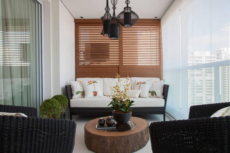 Decoração de Interiores - Projeto Residencial - Bairro Campo Belo - SP: Terraços  por Silvia Romanholi Design de Interiores