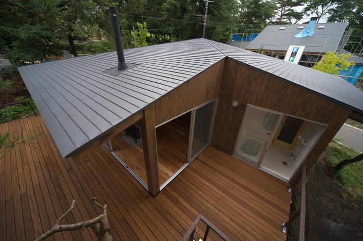 那須の家: FuruichiKumiko ArchitectureDesignOfficeが手掛けたバルコニー&ベランダ&テラスです。,