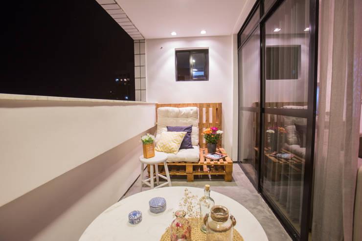 Terrazas de estilo  de Casa2640