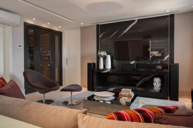 Decoração de Interiores - Projeto Residencial - Bairro Campo Belo - SP: Salas de estar  por Silvia Romanholi Design de Interiores