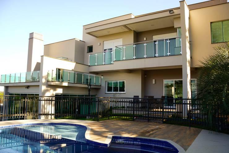 Residência Fereguete: Casas  por Atelier Arquitetura
