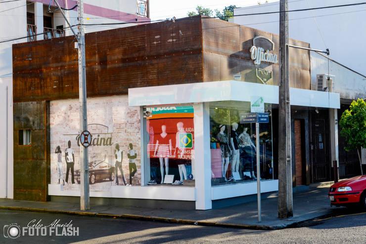 Loja Officina: Lojas e imóveis comerciais  por Atelier Arquitetura