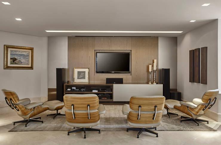 Salas multimedia de estilo moderno por Isabela Canaan Arquitetos e Associados