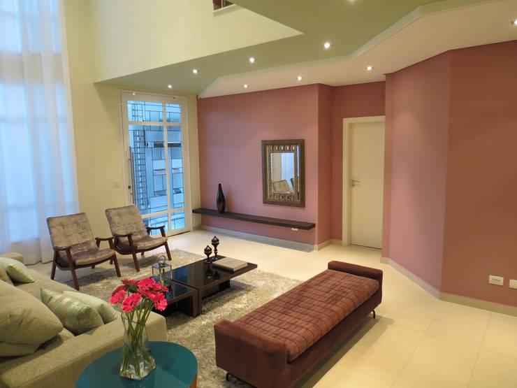 Living room by Barros Campesi Arquitetura