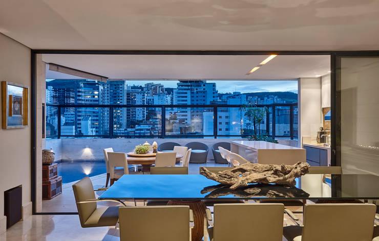 Apartamento IC: Salas de jantar  por Isabela Canaan Arquitetos e Associados