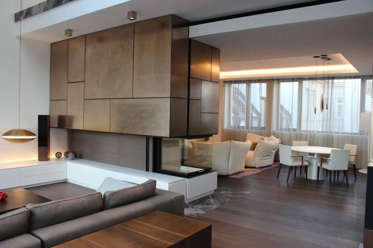 Wohnung E:  Wohnzimmer von SMART LIVING GmbH