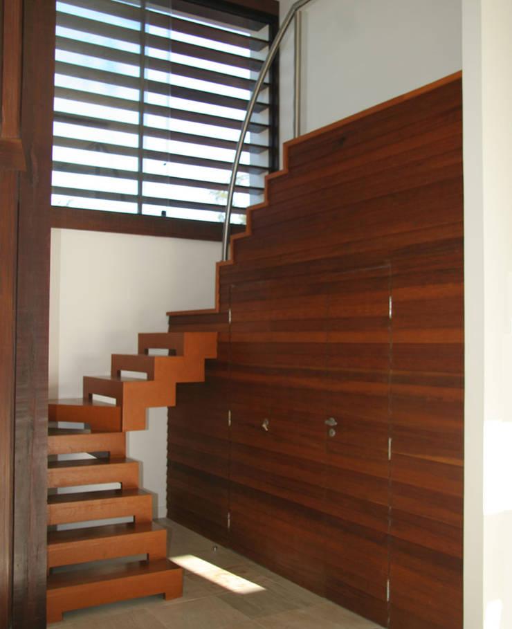 Casa em Búzios:   por Andrea Fiorini Arquitetura